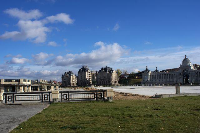 Городской пейзаж: замки, химеры и дворец владельцев