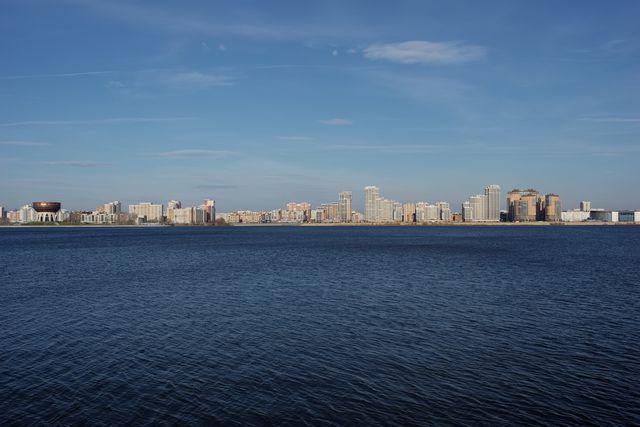 Вода, небо, город