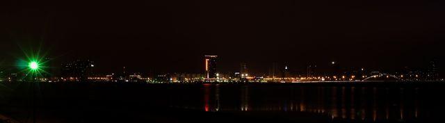 Ночной вид за мостом