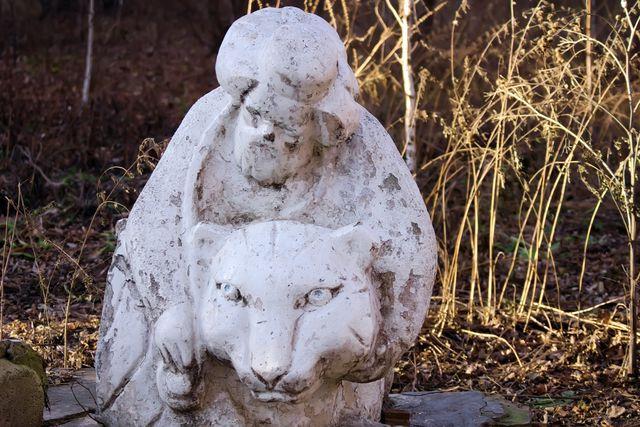 Статуя. Лев и старик