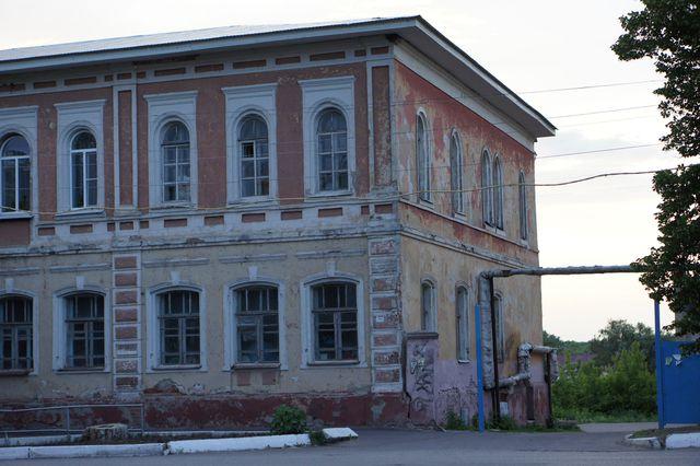 Здание для организации бизнеса в маленьком городе.